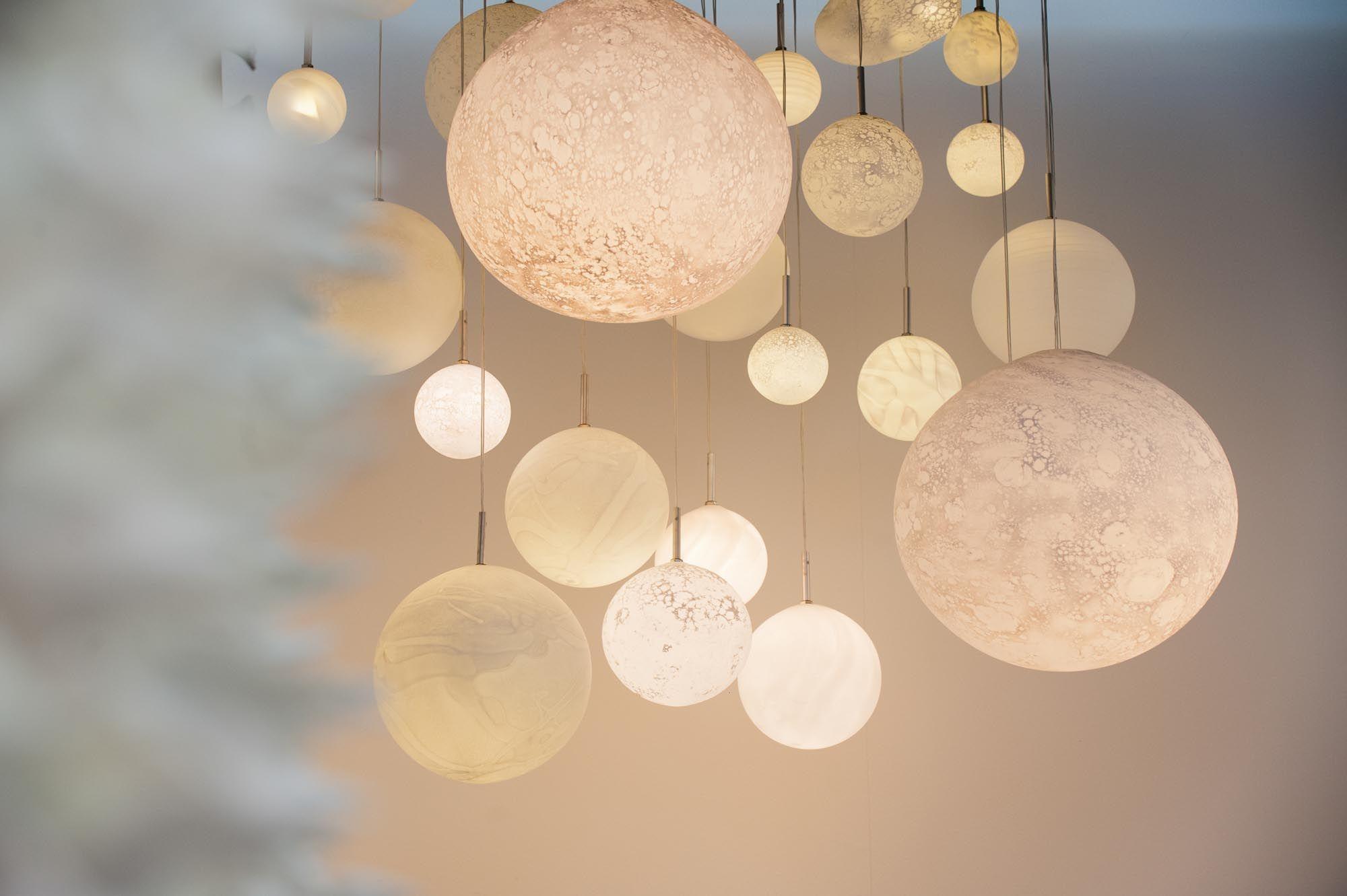 Planetes Lustre Et Suspension Semeur D Etoiles Creation Lumineuses Paris Luminaire Chambre Bebe Luminaire Chambre Lustre Chambre Bebe