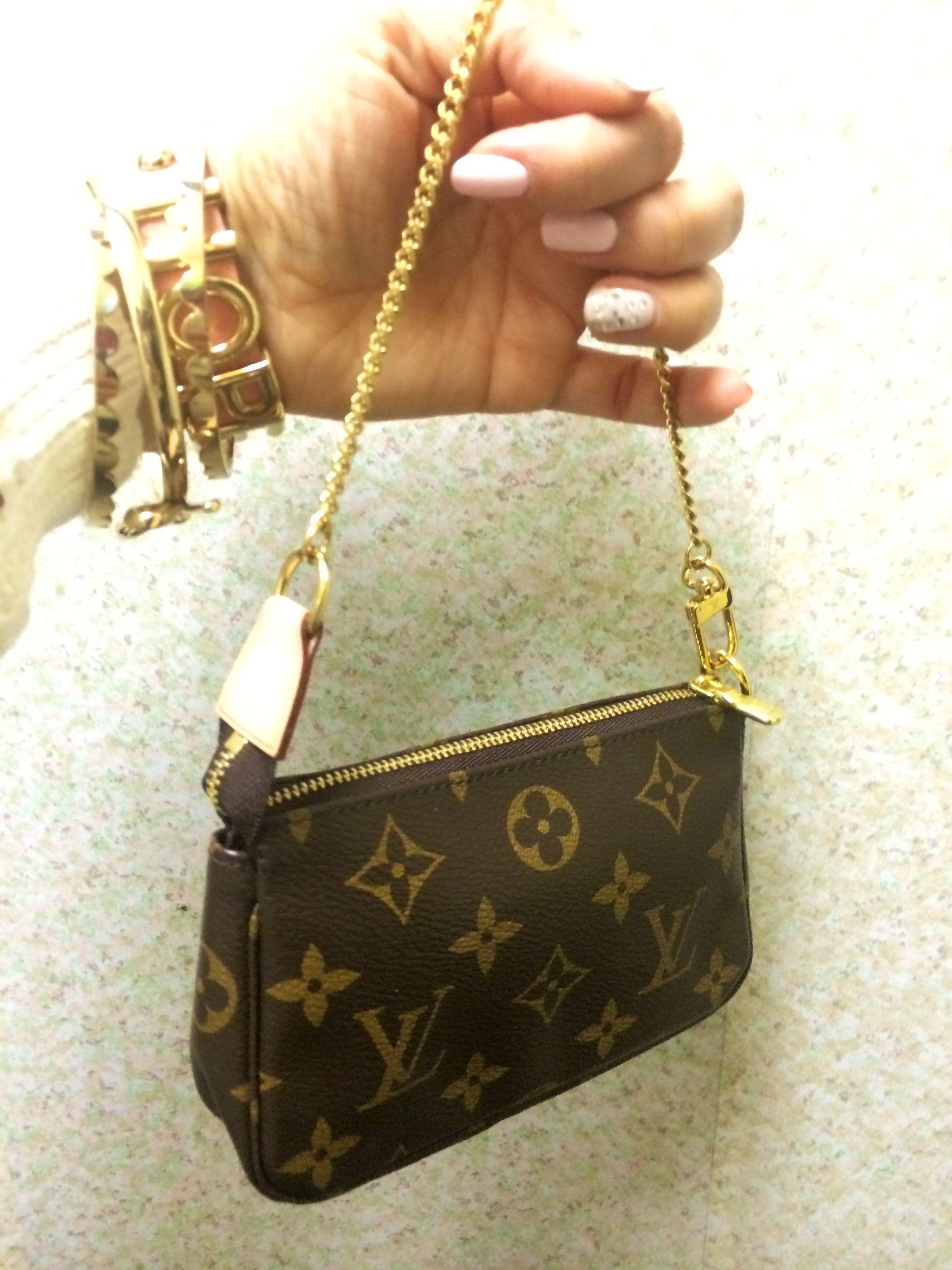 cfd5a6a21748 Louis Vuitton Mini Pochette. Louis Vuitton Mini Pochette Louis Vuitton Mini  Pochette