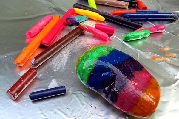 Cómo pintar piedras con crayones