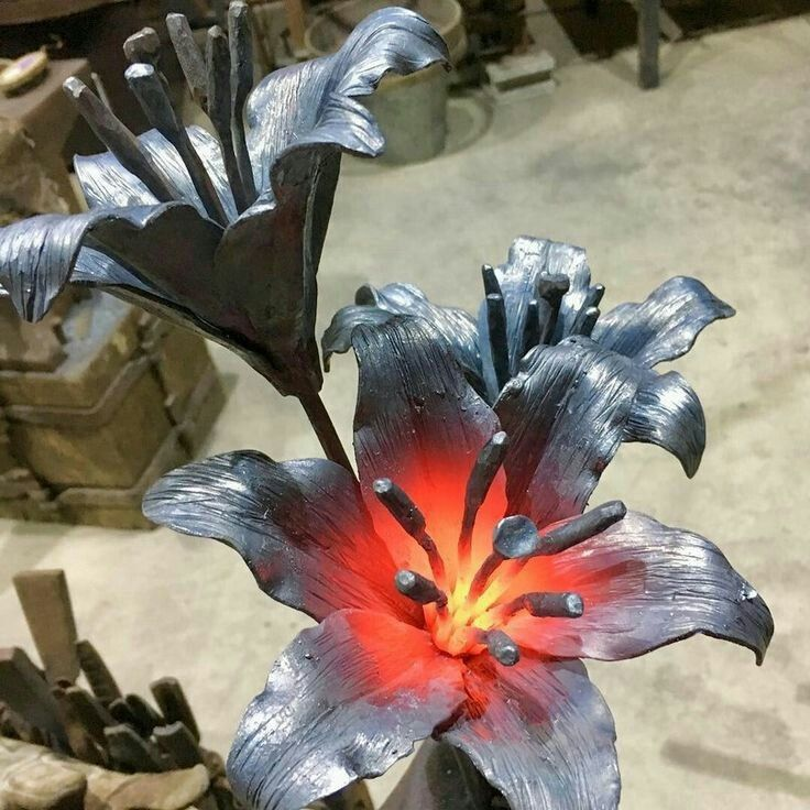 квартир скульптуры цветов из металла фото барельеф градива, идущая