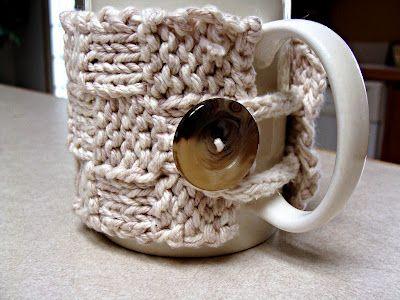 Free Mug Cozy Pattern (via twistedfibersdesigns)