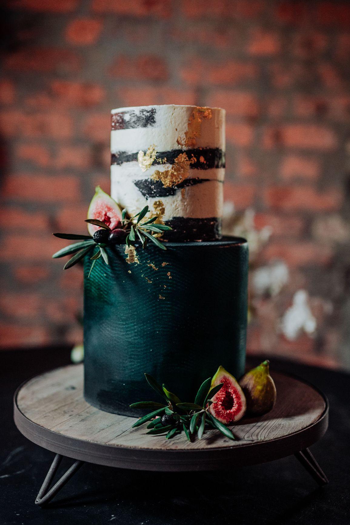 Creative winter wedding cakes wedding cake emerald green