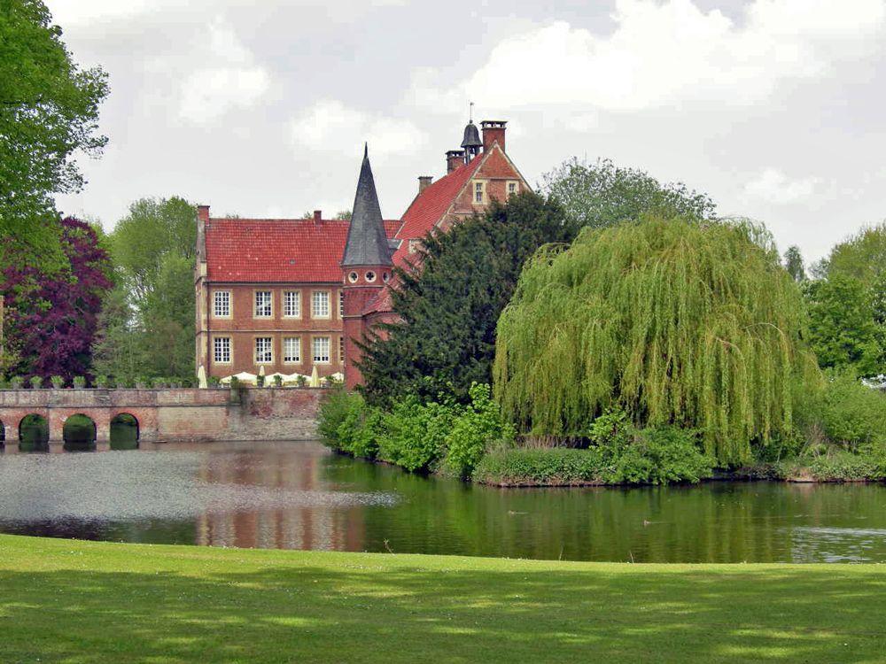 Burg Hulshoff Munsterland E V Tourismus Burg Deutsche Landschaft Schone Orte