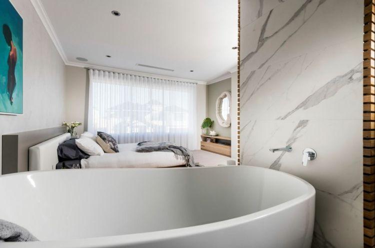 freistehende badewanne schlafzimmer grau beige farbgestaltung ...