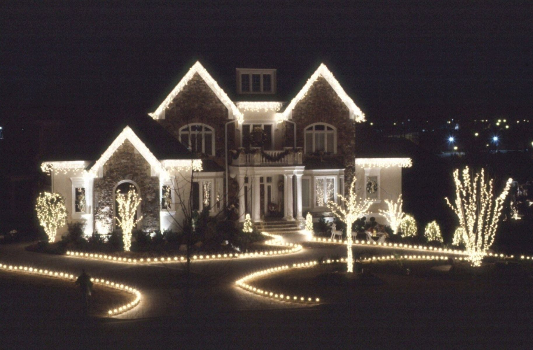 Outdoor Christmas Lights Decorations Ideas 26 Jihanshanum White Christmas Lights Christmas Lights Outside Exterior Christmas Lights,Home Decor Newspaper Art And Craft