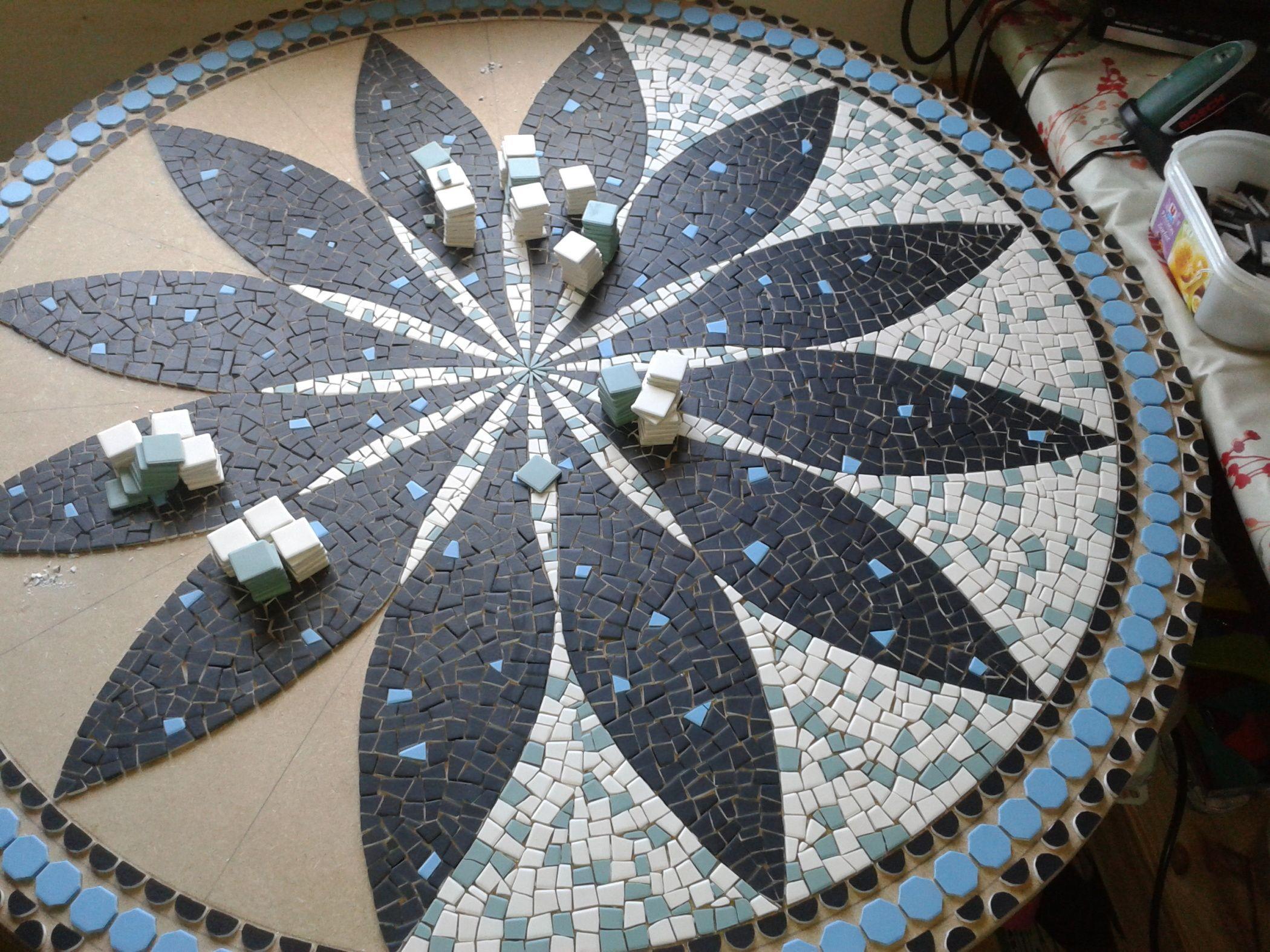 Plateau de table en Mosa¯que Mandala fleur
