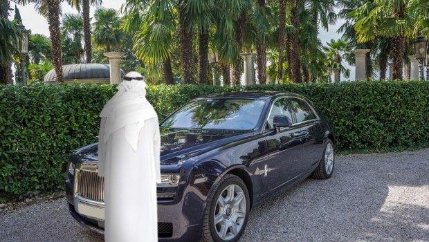 Beware Dubaites A Conman On Rolls Royce Tricks Car Sellers In Dubai Rolls Royce Car Dubai