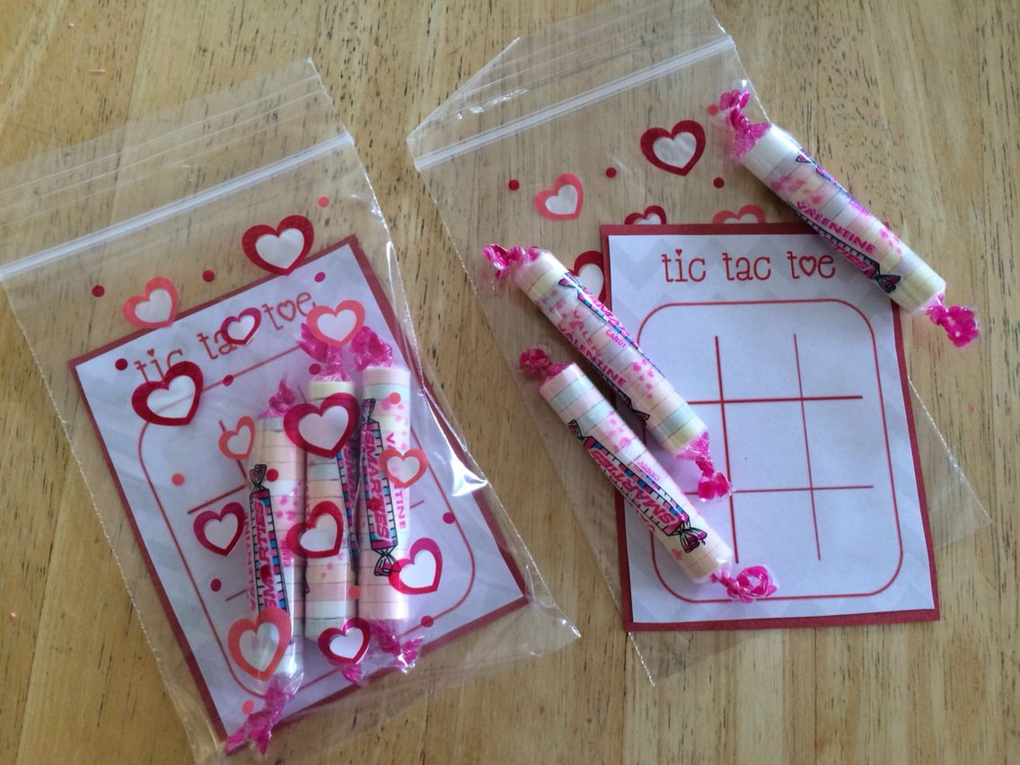 Valentine's Day gift: sweethearts tic tac toe