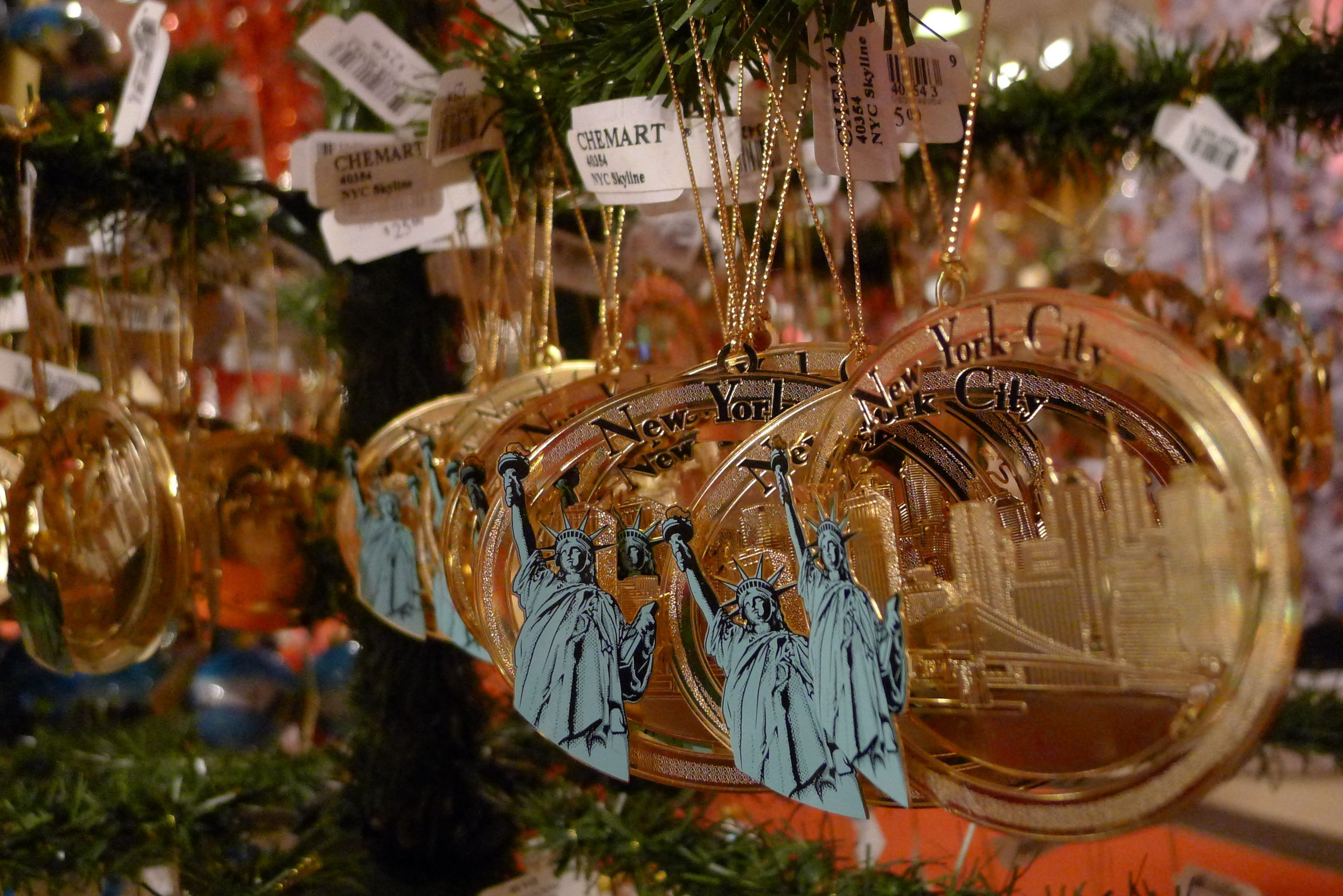 NYC themed Christmas ornaments at Macy\'s (Dec 2011) - Photo taken by ...