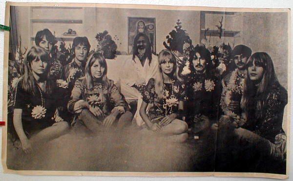 Beatles Guru Mahareshi Mahesh Yogi Moves On The Beatles Maharishi Mahesh Yogi Yogi
