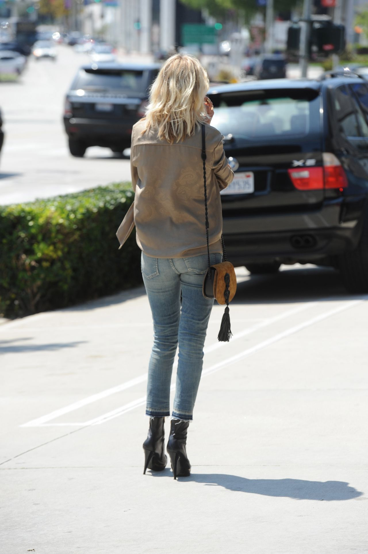 Malin Akerman wearing a pair of Citizens of Humanity Rocket Crop High Rise  Skinny in Miramar
