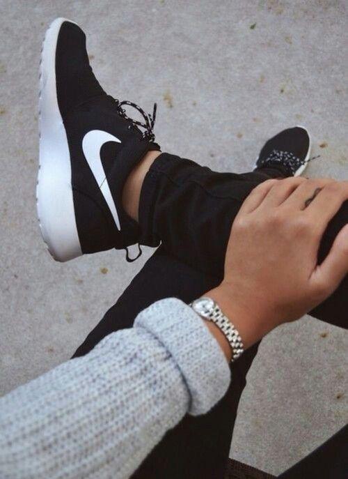 Nike Roshe One store