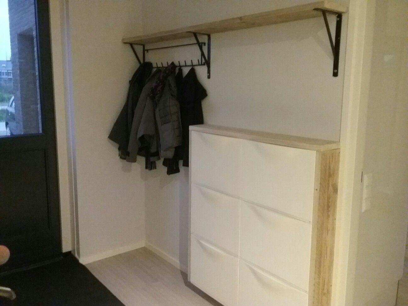 Garderobe in de berging ikea schoenenkast steigerhout planken