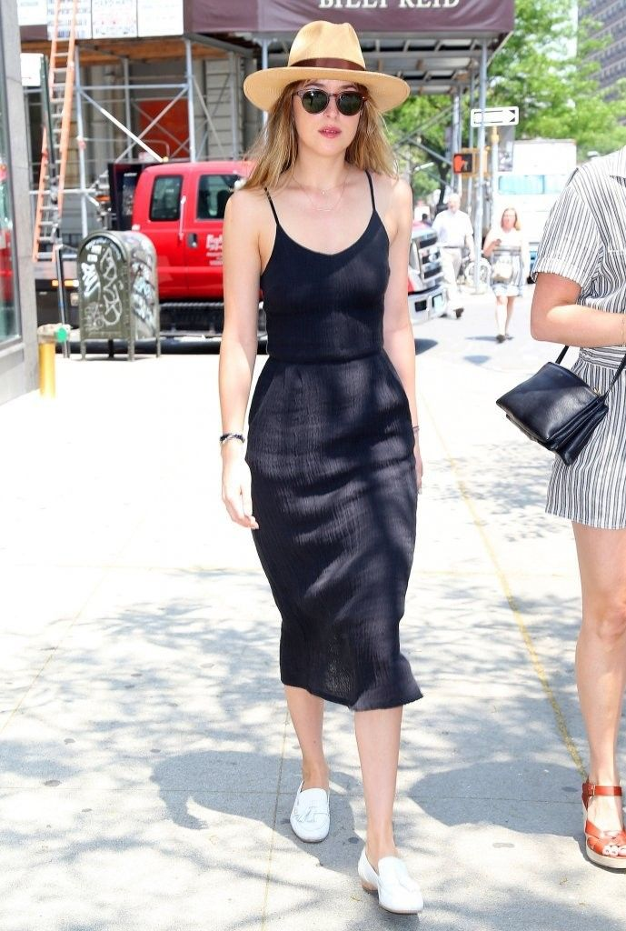 Look Of The Day Dakota Johnson S Midi Dress Dakota
