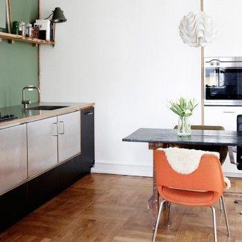 NYT & GAMMELT I Flot køkken med bordplade i stål fra Heartsteeling ...