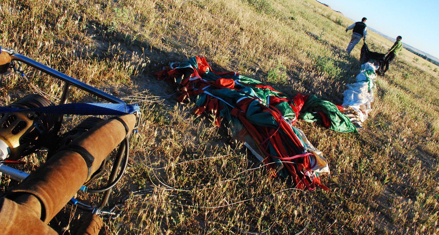 ¿Cuántas personas hacen falta para montar y recoger un globo? http://www.siempreenlasnubes.com/Blog/wordpress/?p=914 Ven a #volarenglobo con www.siempreenlasnubes.com