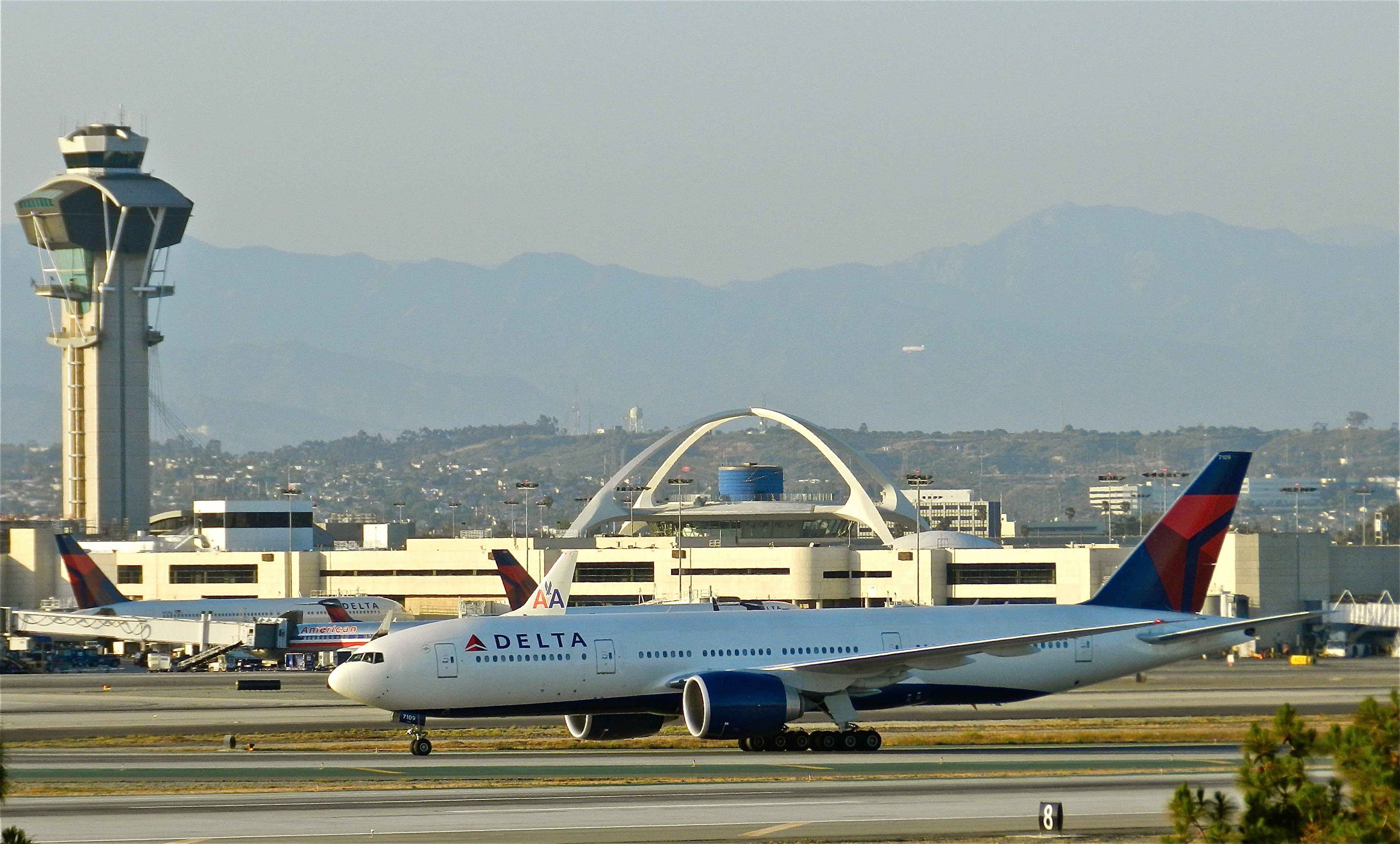 DELTA 777 at LAX Delta airlines, Vintage aircraft