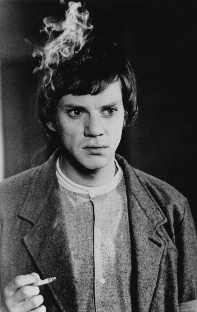 Malcolm Mcdowell, 1970S  Stylish Men  1970S Movies -9246