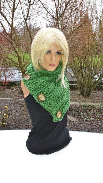 Kragenschal für viele Tragevarianten grün von Konzis Wollwerkstatt auf DaWanda.com
