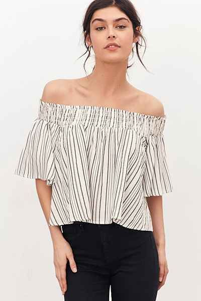 9dfbd7c81e9 Kimchi Blue Smocked Off-The-Shoulder Top - Urban Outfitters ...