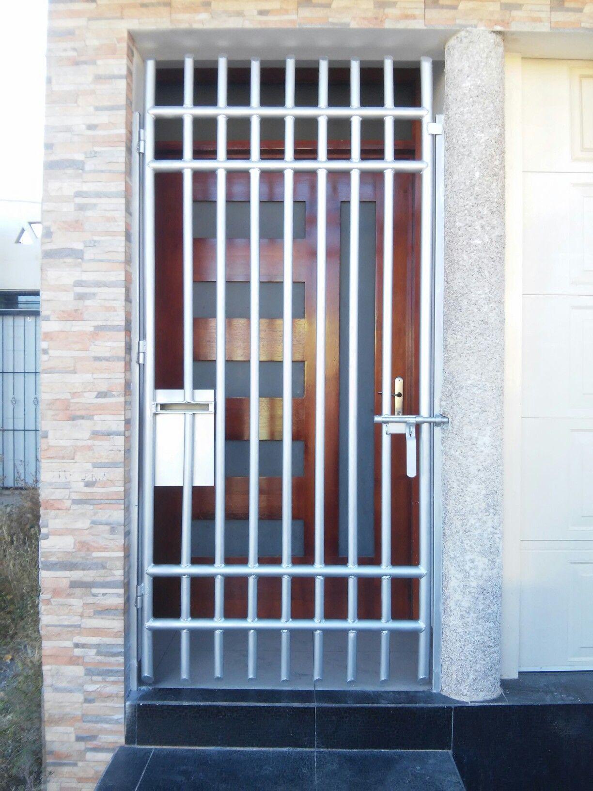 13 Proteccion para puertas herreria