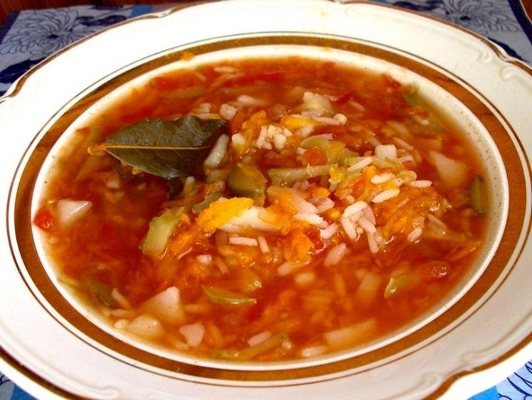 Рецепт рассольника с рисом и огурцами / Простые рецепты