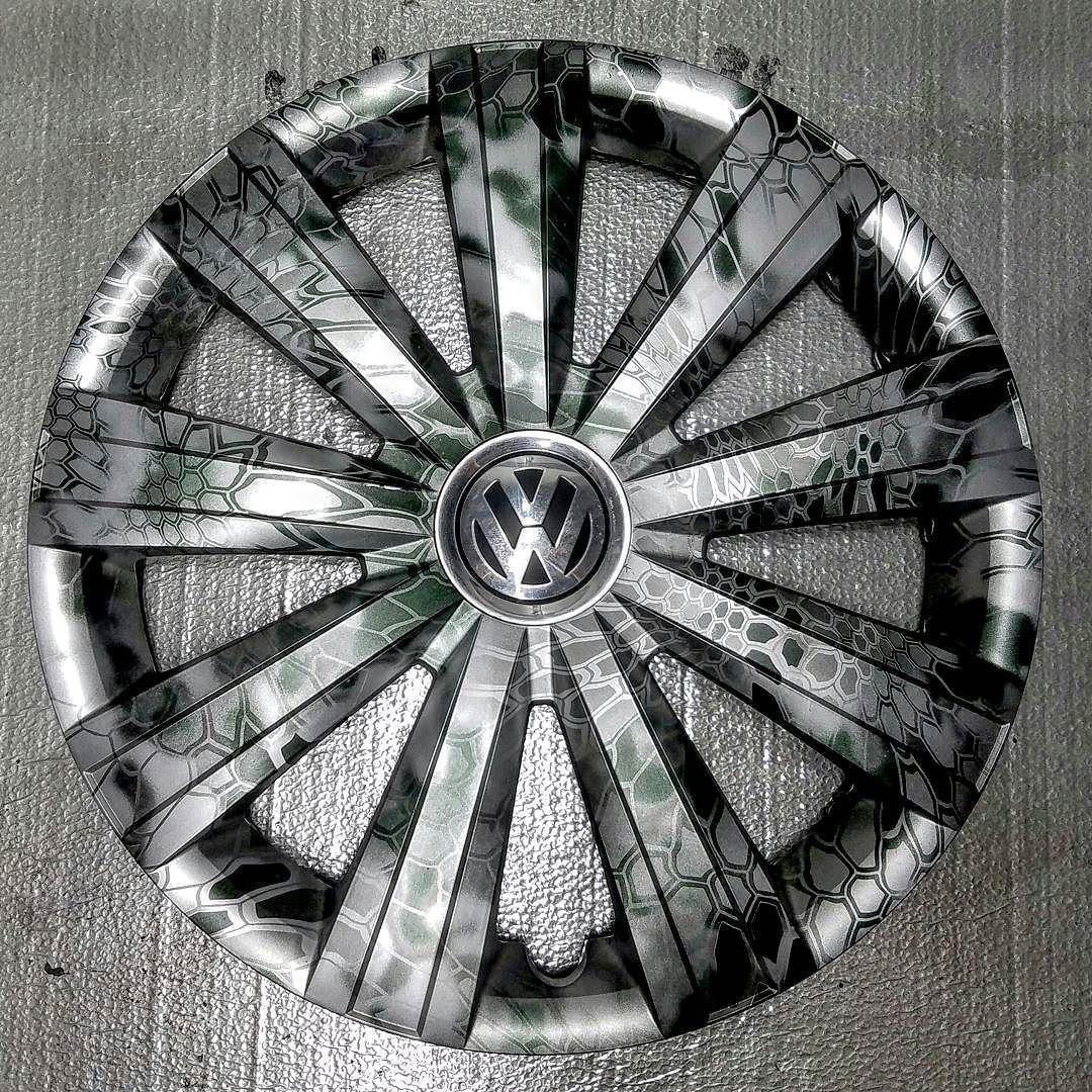 Vw Wheel Covers Ohw Metallic Silver Base Hydrodipped In Kryptek Camo And Sealed With 2k Gloss Clear Coat Rodas Automotivas Rodas Esportivas Roda