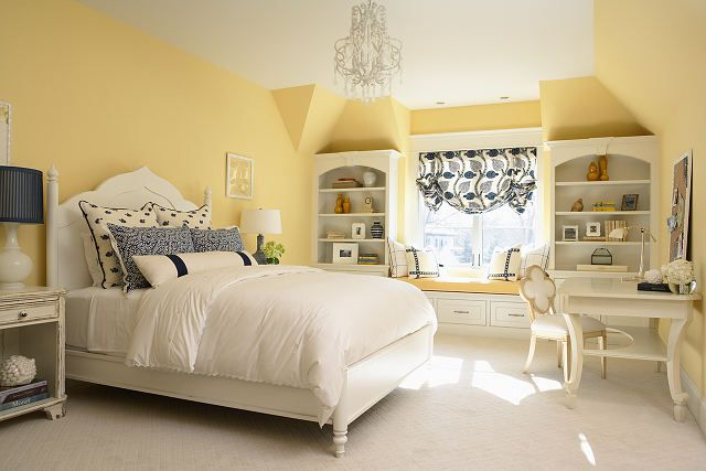 Love this yellow bedroom with blue accessories and built in shelving ...