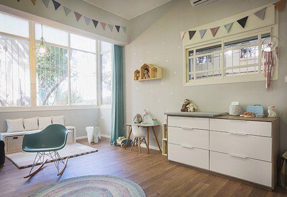 9instyle- Lilly's Room by Shlomit Ofir House Shelves by TweelingenHomeDecor on Etsy.  Photography: Tali Dovrat.