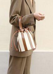 Bolsa de equipaje con jaula marrón – The Frankie Shop Bolsa de equipaje con jaula marrón …