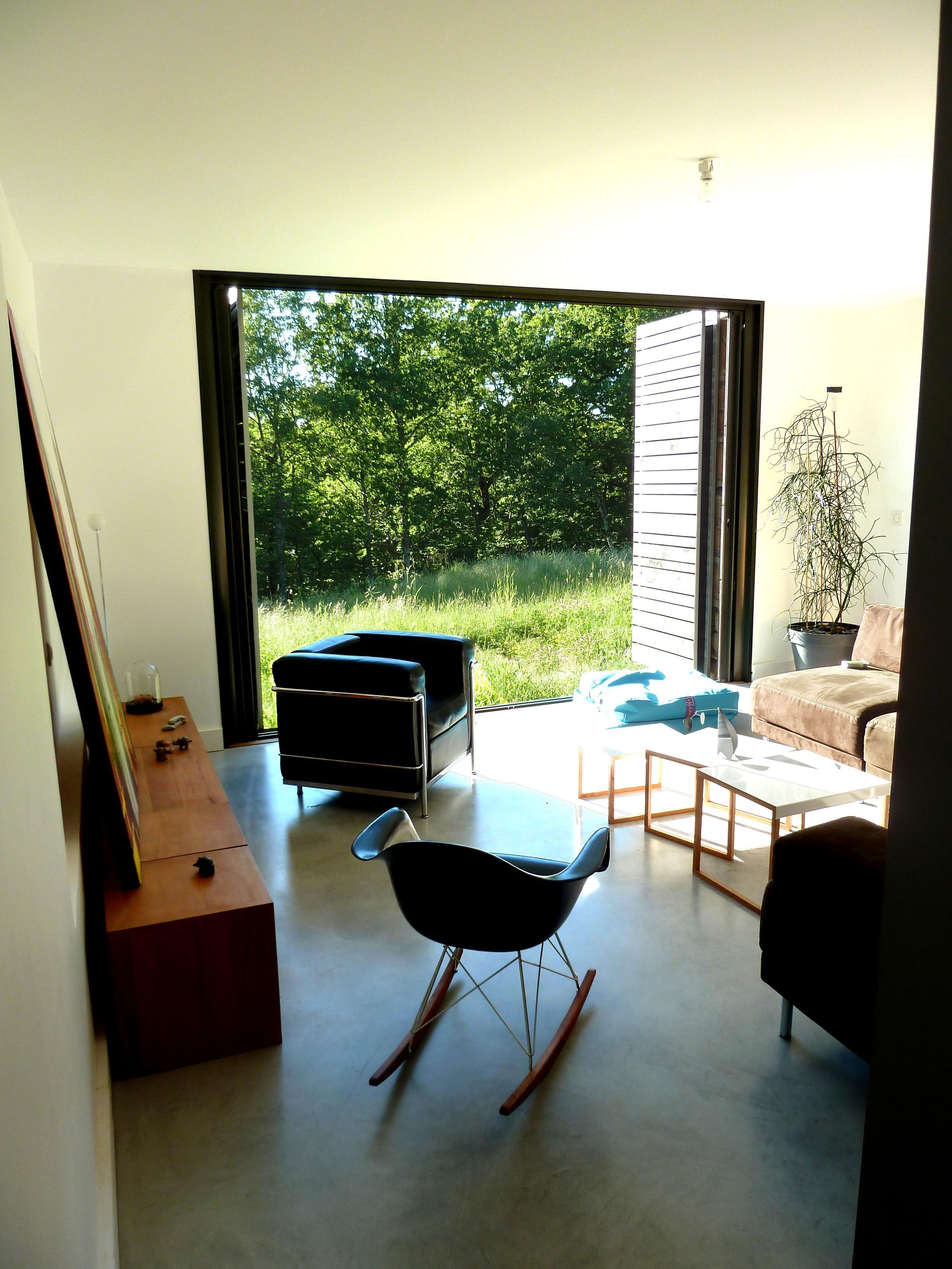 salon - volets pliants coulissants en lames de bois ajourées - ouvert | Décoration maison ...