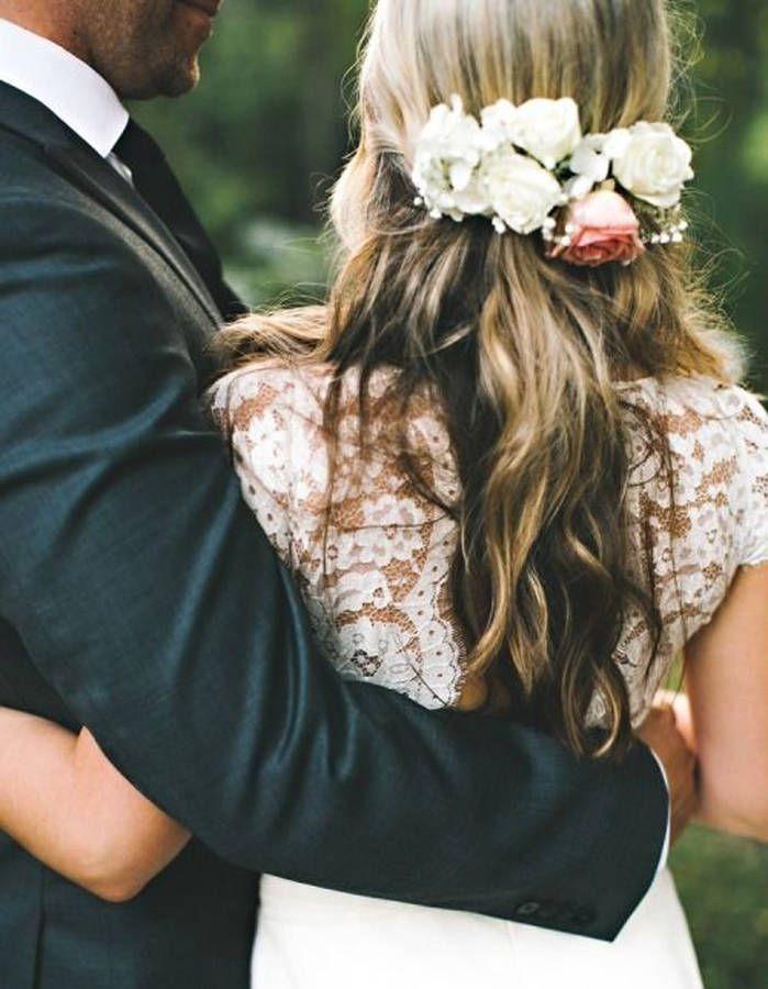 des fleurs fra ches dans les cheveux mariage wedding pinterest fleur cheveux mariages. Black Bedroom Furniture Sets. Home Design Ideas