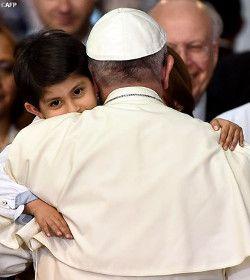 Finalizada la multitudinaria Misa en el Centro de Estudios Superiores de Ecatepec, el Papa Francisco regresó a Ciudad de México para una de las importantes citas de este viaje apostólico: la visita al hospital pediátrico «Federico Gómez», que cada día ofrece asistencia a cerca de ochocientos niños.