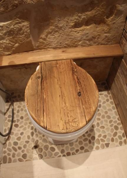 H nge toilette mit klodeckel aus altholz nice for Badezimmer ideen altholz