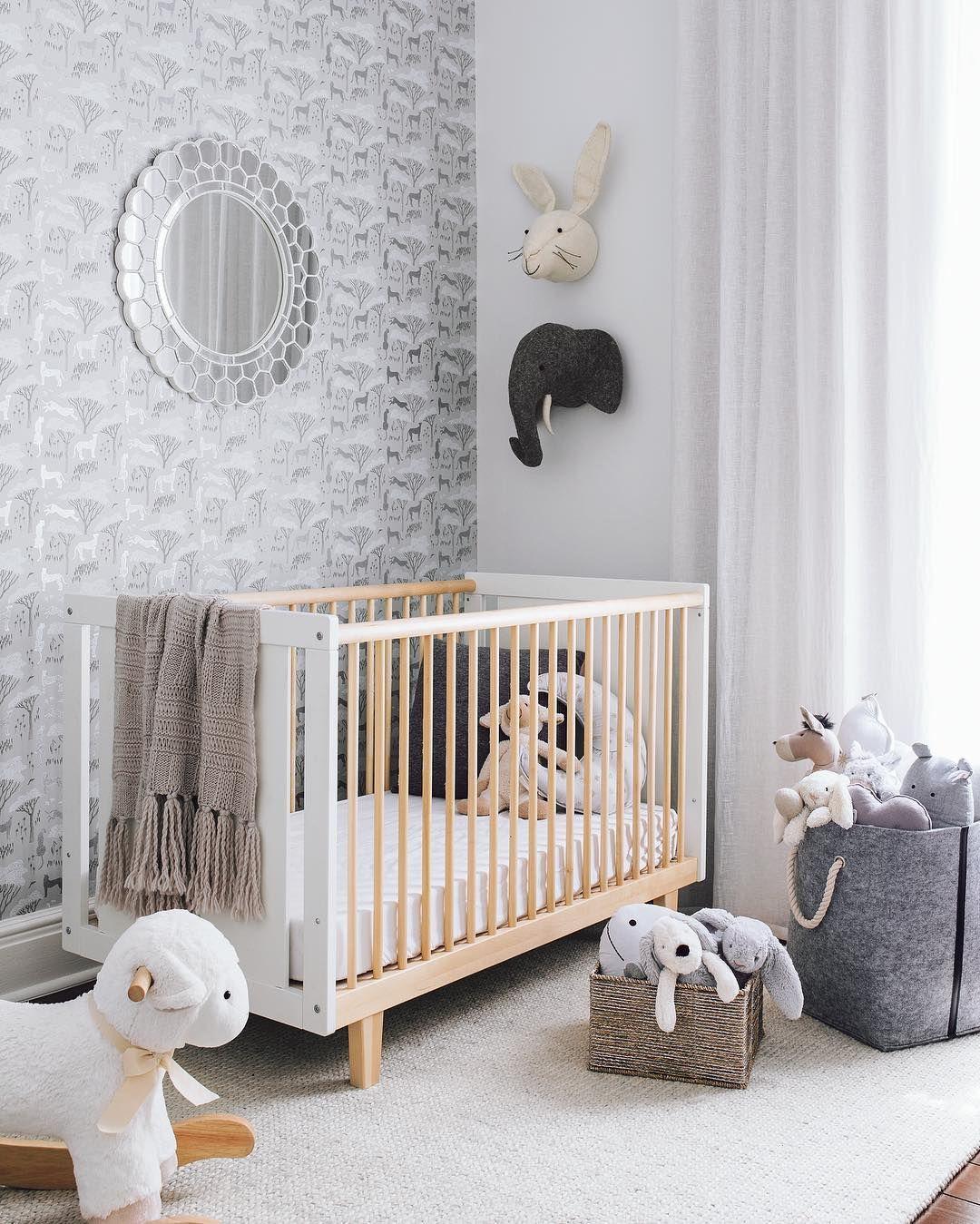 Belle chambre pour le futur b b bois blanc gris for Belle chambre bebe