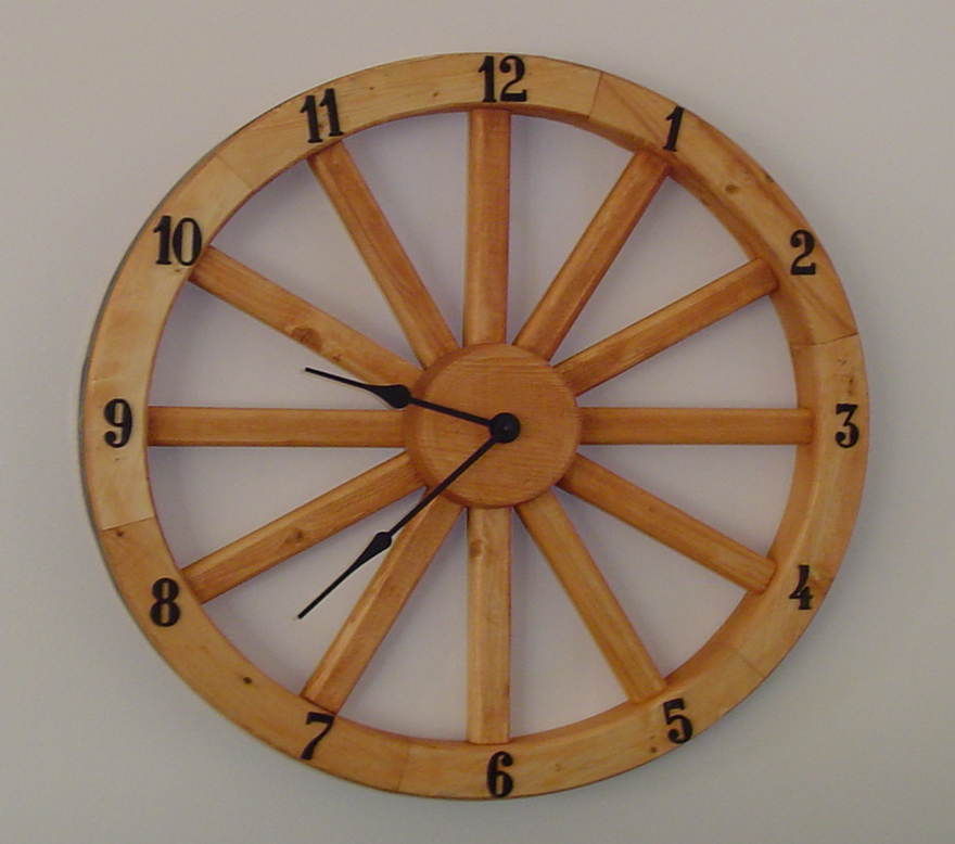 Wagon wheel clock creative ideas pinterest wagon for Things to do with old wagon wheels