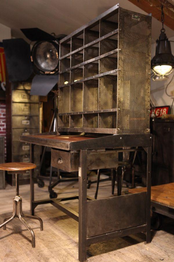 Can You Imagine THIS As A Boyu0027s Homework Desk? Bureau Style Industriel,  Atelier Industriel