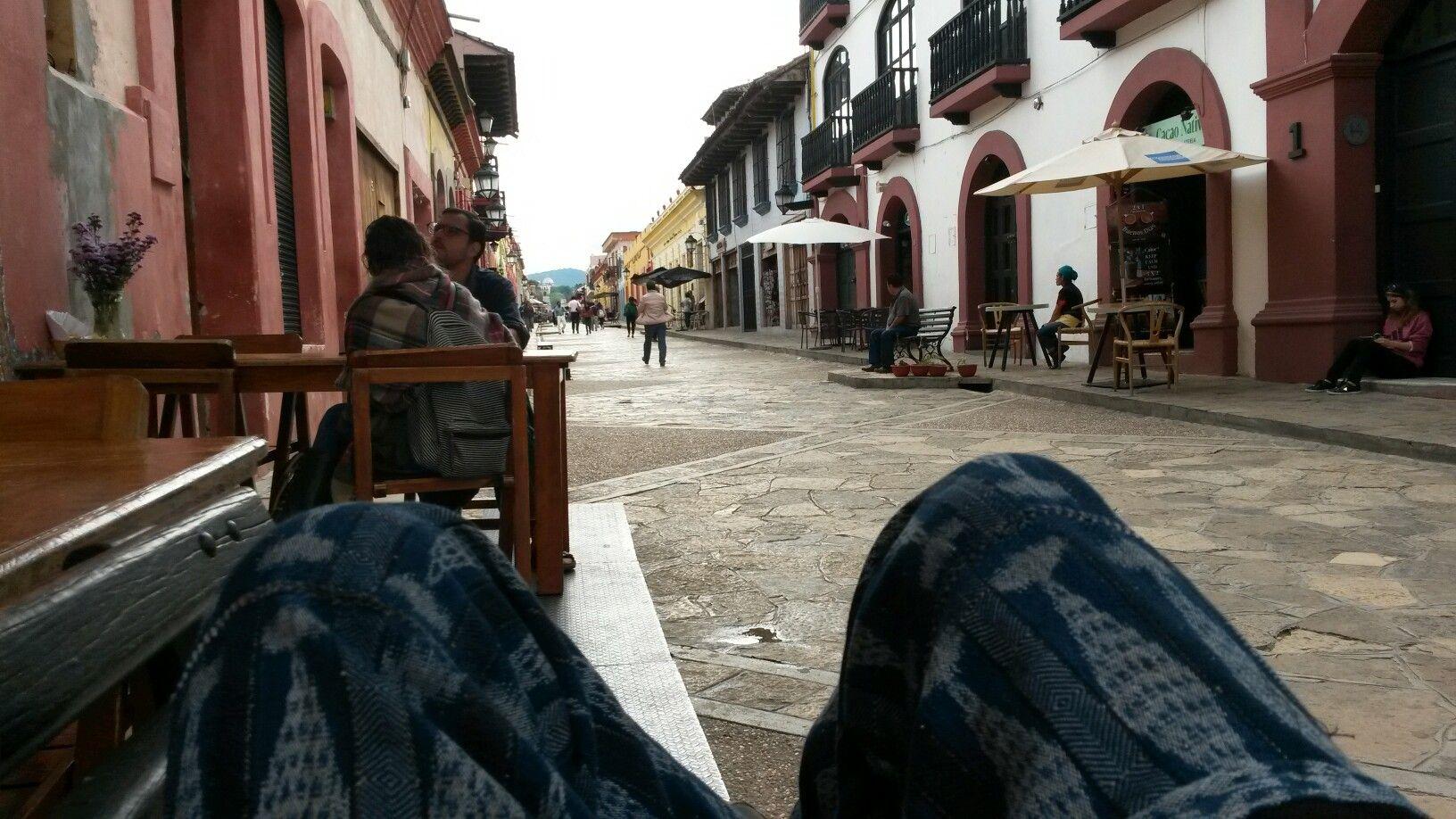 Comprando el desayuno en San Cristobal, Chiapas