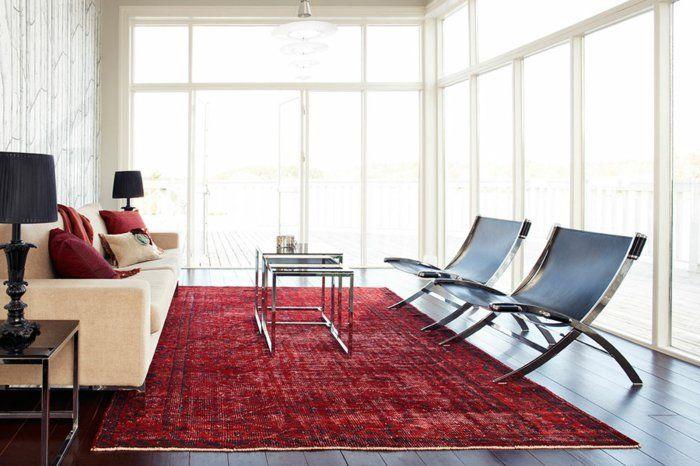 Wohnzimmer Teppich ~ Vintage teppiche wohnzimmer rot helles sofa dekokissen