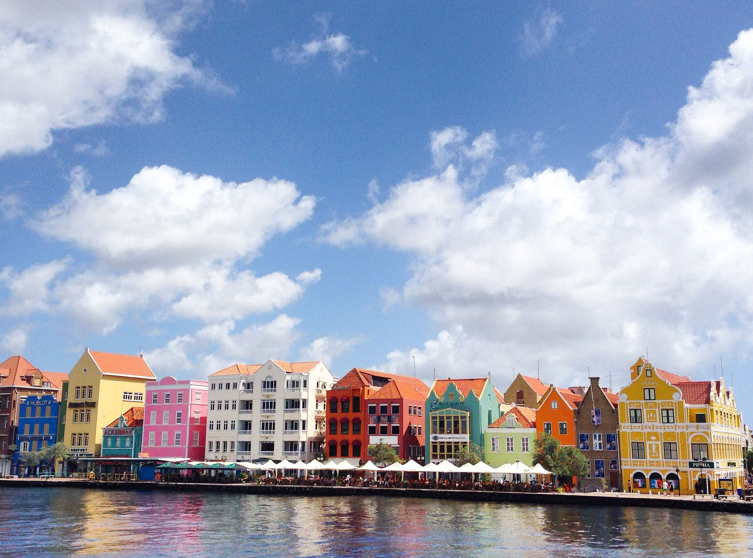 The island of Curaçao, in the Southern Caribbean, is a little slice of paradise. Thinkjaw-dropping beaches, crystal clear waters, colourful architecture and gorgeous weather...