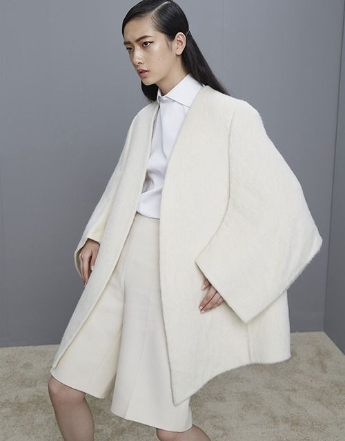 White Cocoon Coat Pinned By Modeconnect Com Fashion Oversize Fashion White Fashion