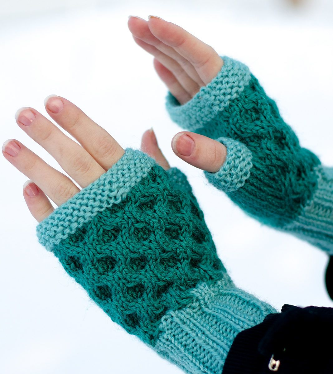 Fingerless mitts and gloves knitting patterns honeycombs knit fingerless mitts and gloves knitting patterns bankloansurffo Choice Image