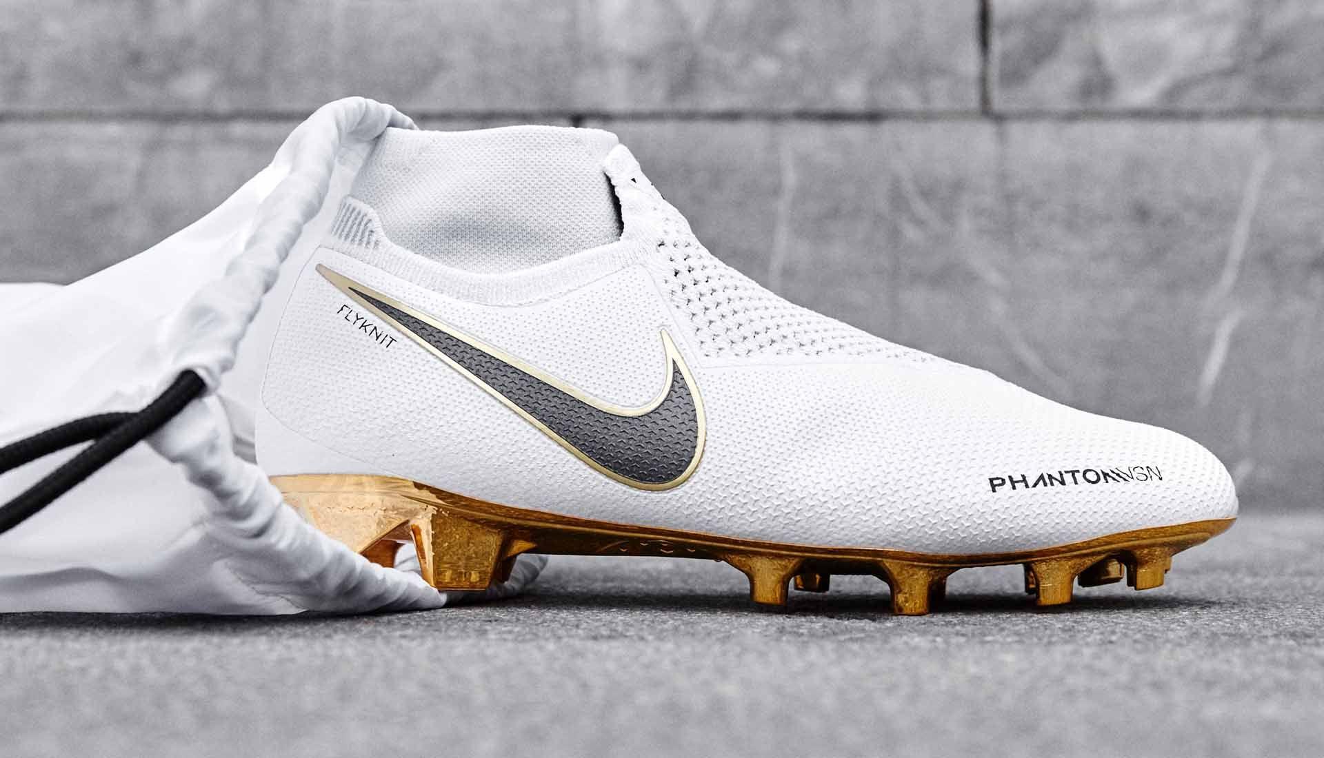 Nike soccer shoes, Soccer cleats nike