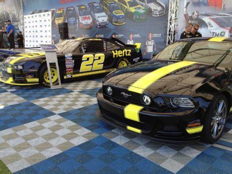 "Hertz and Penske Introduce Special-Edition Mustang ""Hertz Penske GT"" - 5.0 Mustang"