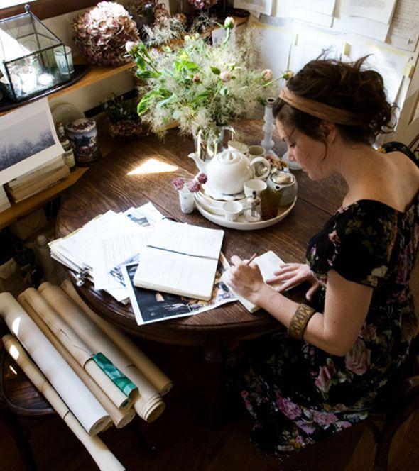 WEEKENDTIPS – JE HANDSCHRIFT KAN JE LEVEN VERANDEREN ● Iedereen heeft een uniek handschrift en er wordt beweerd dat je handschrift een weerspiegeling is van wie jij bent.  Maar zou het ook omgekeerd werken?  Zou je de manier waarop je denkt en zelfs hoe je bent, kunnen veranderen door je handschrift te veranderen?  Een deskundige zegt van wel…  Lees meer >> http://hallosunny.blogspot.nl/2015/07/handschrift-leven.html