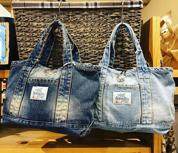 Bolsos de hombro con remaches elegantes de tela vaquera para