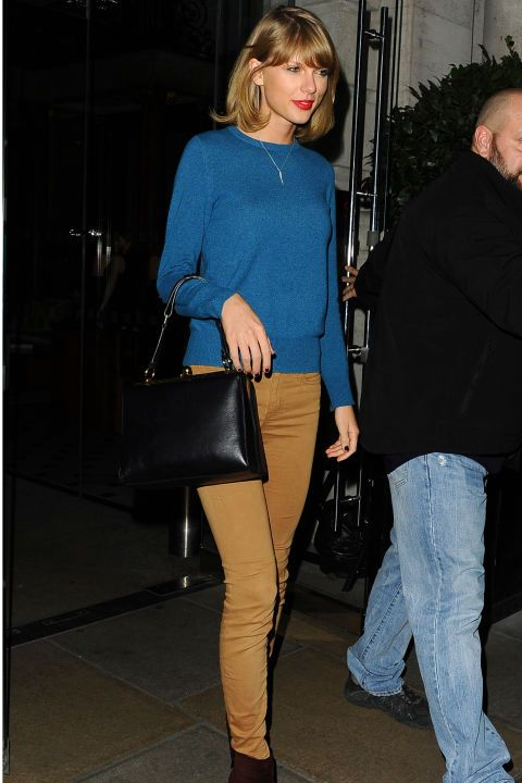 Taylor arrives at a London hotel to meet up with the Victoria Secret's Angles.