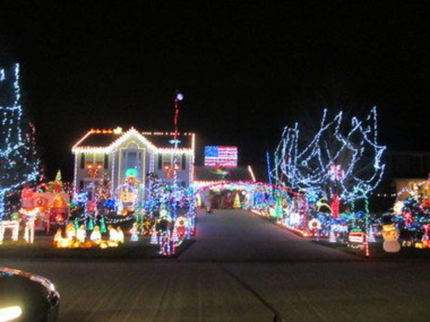 North Ridgeville Christmas Display Of 45 000 Lights Attracts Hundreds To Residence Christmas Display North Ridgeville Christmas Joy