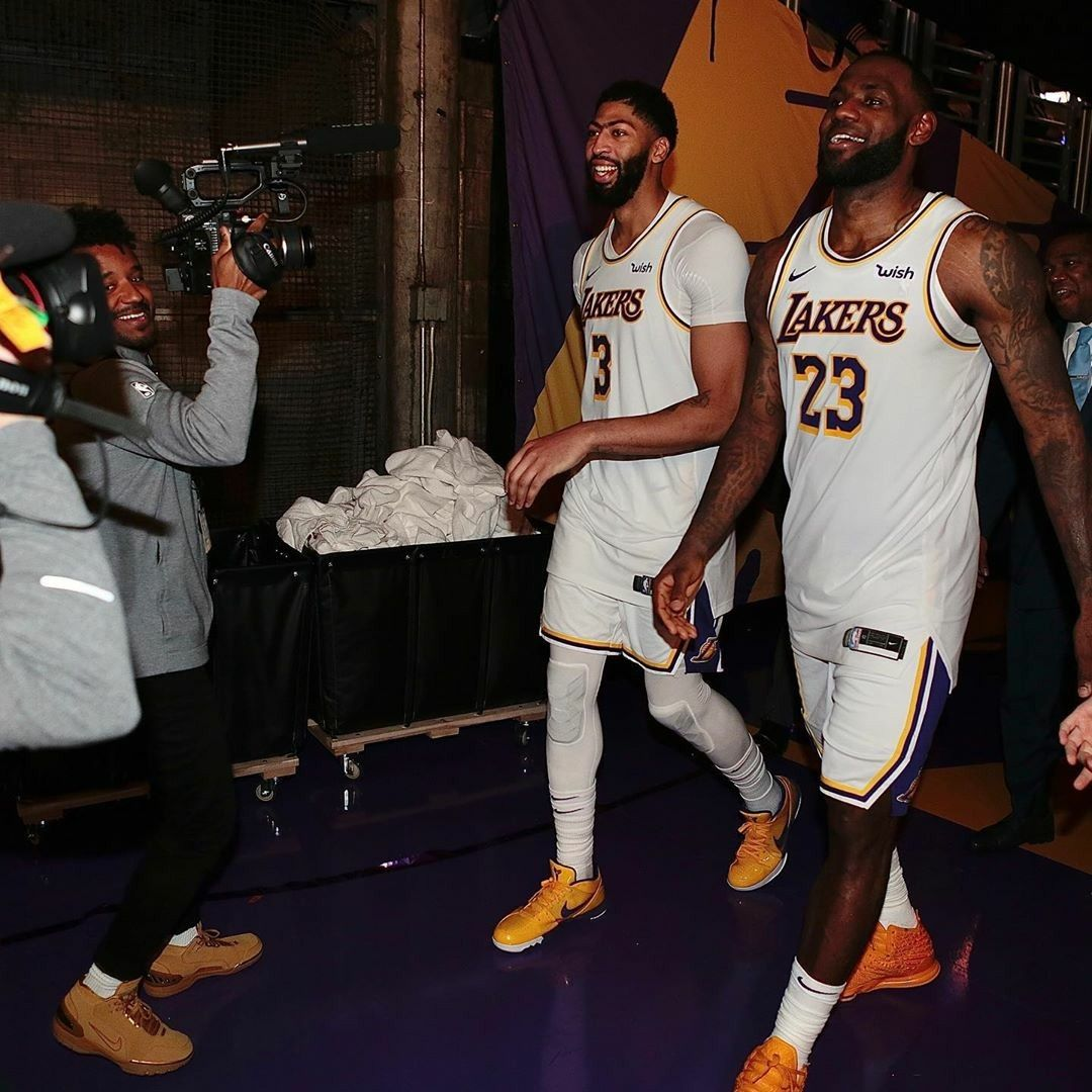 Pin By Tbron On Lbj In 2020 Lebron James Anthony Davis Nba Players