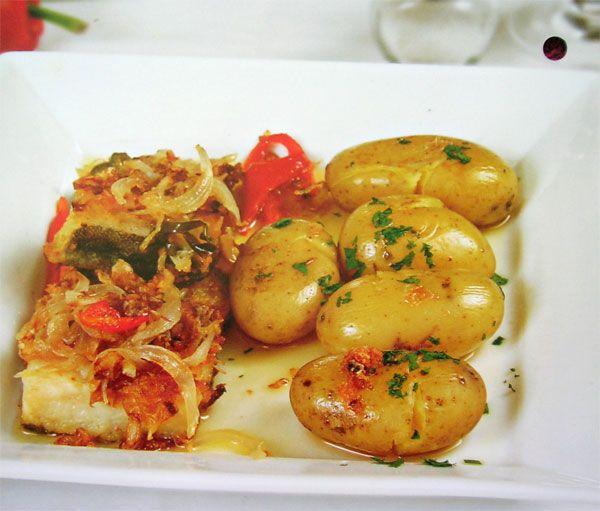 Bacalao a la portuguesa con patatas (Cod to the Portuguese with potatoes)